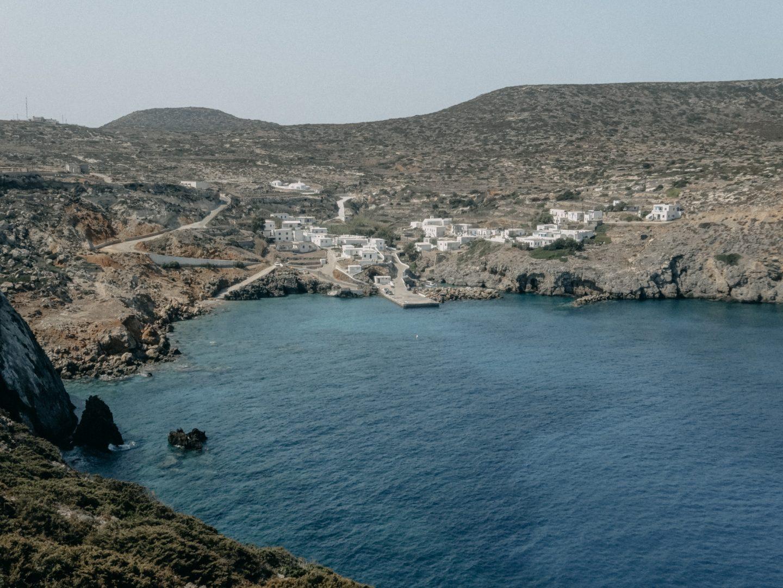 Antikythira ist eine kleine griechische ionische Insel in der Aegaeis. Wunderschoen und ruhig mit schoenen Straenden und kristallklarem tuerkisem Wasser. Einsame Insel - fuer Individualreisende und Ruhesuchende ist es ein kleines Abenteuer sie zu besuchen.
