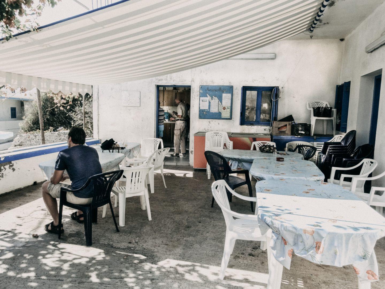 Das Kafenion Antikythira ist Taverne, Kafenion, Post und Kommunikationszentrum der Insel. Das Essen ist hervorragend.