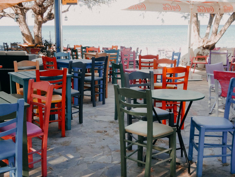 Agia Pelagia beachan der Ostkueste auf Kythira - viele Studios und Bars