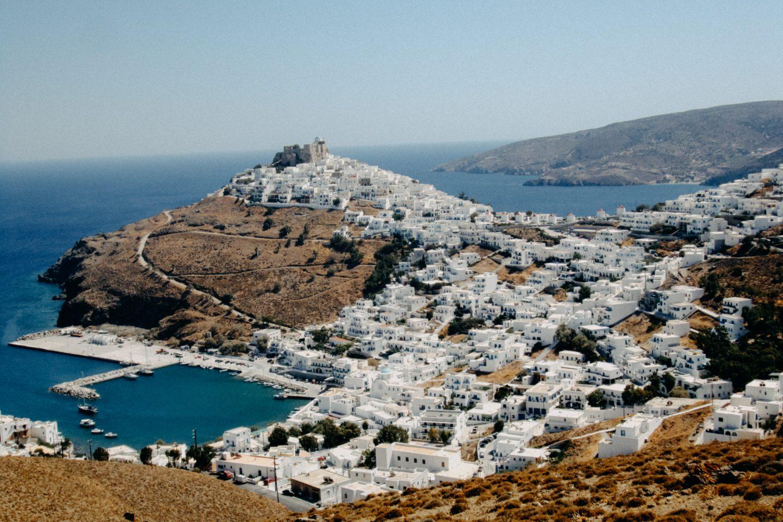 Chora in Astypalea, romantisch mit Festung und restaurierten Windmühlen
