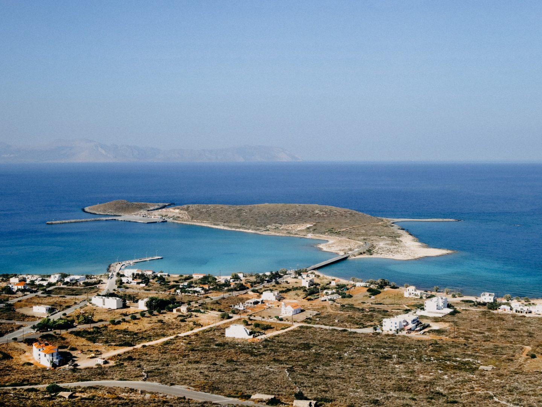 Diakofti - Hafenanleger fuer Faehren von Kreta, Peleponnes nd Piraeus. Schoenster feiner Sandstrand der Insel