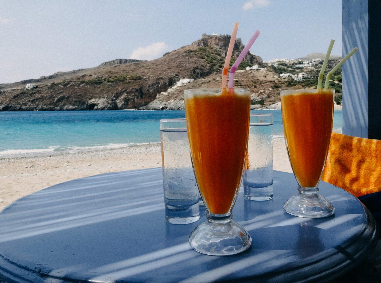 Kapsali ist lebhaft, mit vielen Bars und Cafes direkt am Strand.