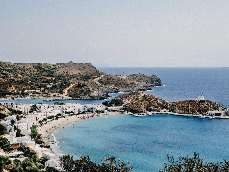 Kapsali hat einen schoenen feinen Kiesstrand und sanft aufstrebenden Tourismus, viele Unterkuenfte und Cafes an der Strandpromenade.