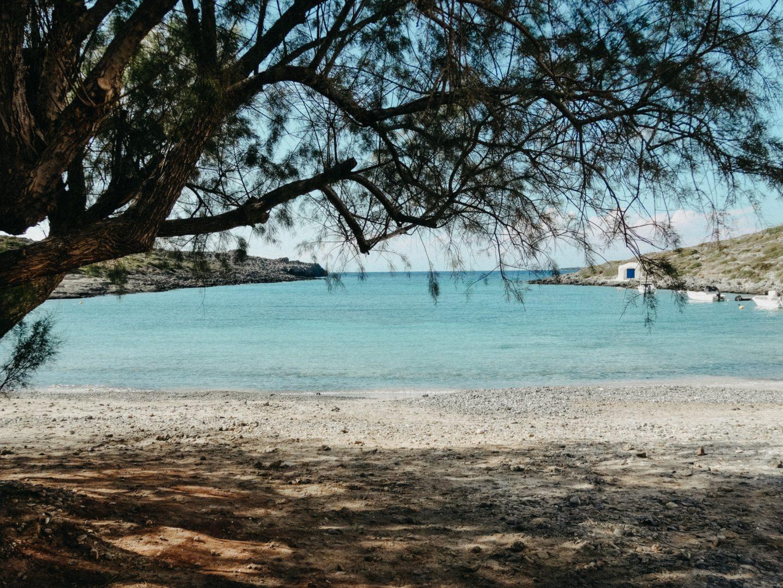 Limnionas beach ist eine ruhige nicht sehr belebte Bucht auf Kythira. Ein paar Fischerboote und eine kleine Taverne und viel Stille.