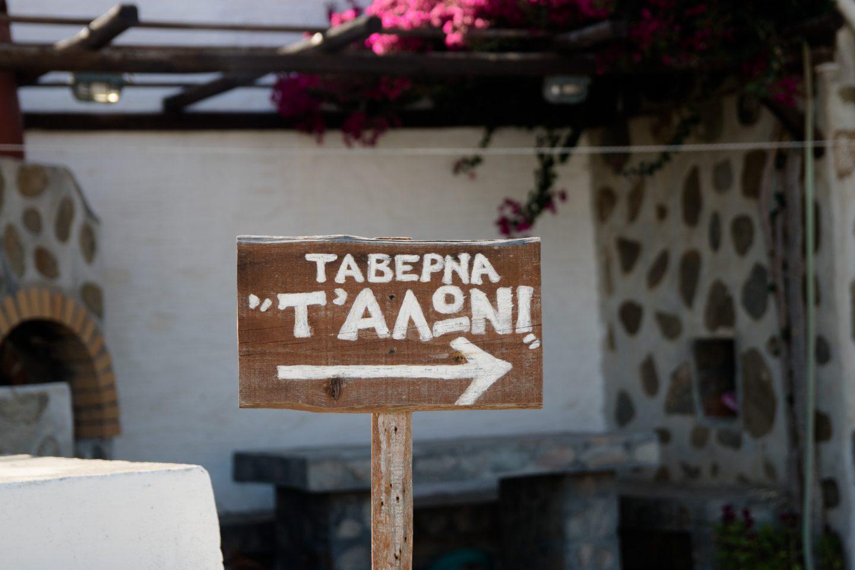 Taverne T'Aloni Wegweiser