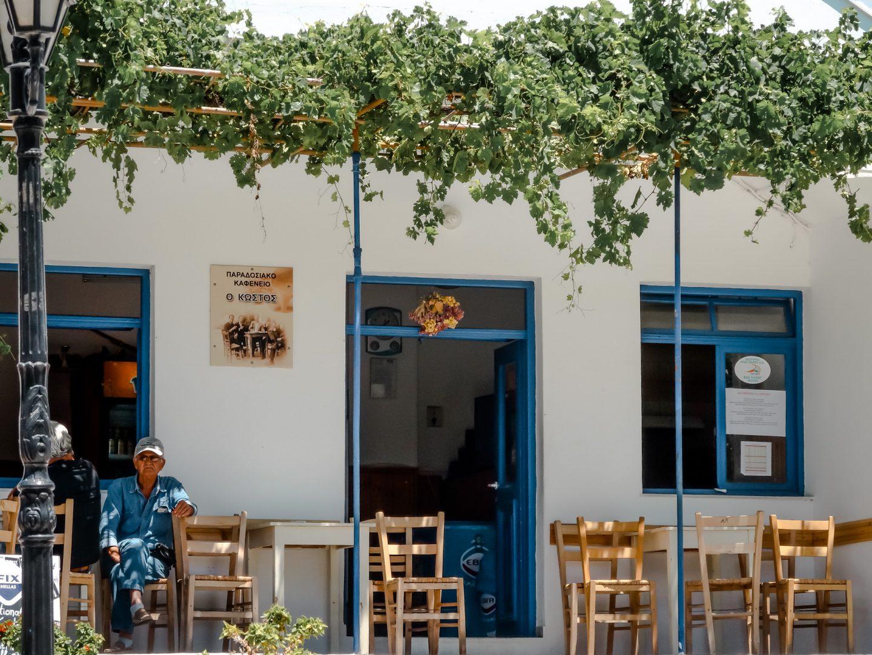 Kostas Platia - Kafenion Treffpunkt der Einheimischen