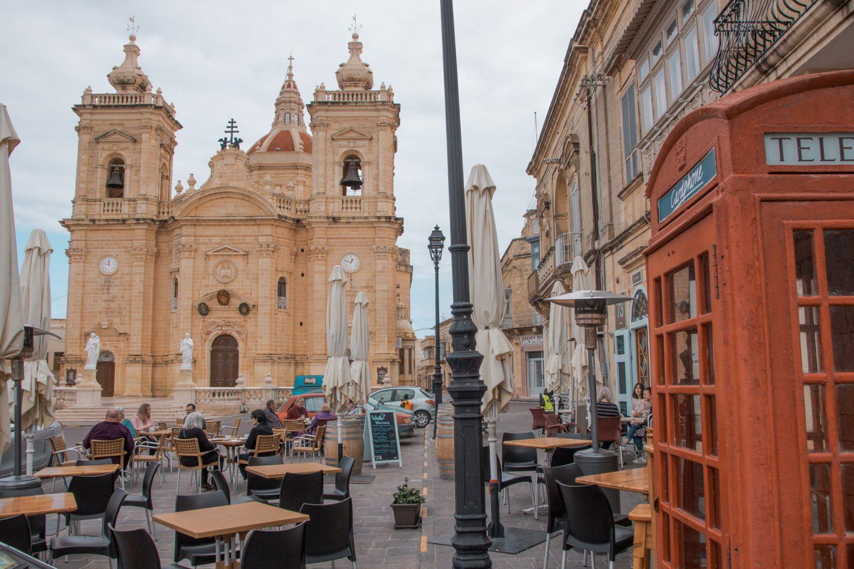 Xaghra - Pjazza mit Cafés und Bars