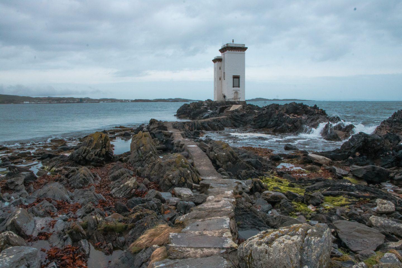 Leuchtturm Port Ellen liegt etwas abseits der Ortschaft und ist ein sehr romantischer Platz mit einem kleinen Steinsteg