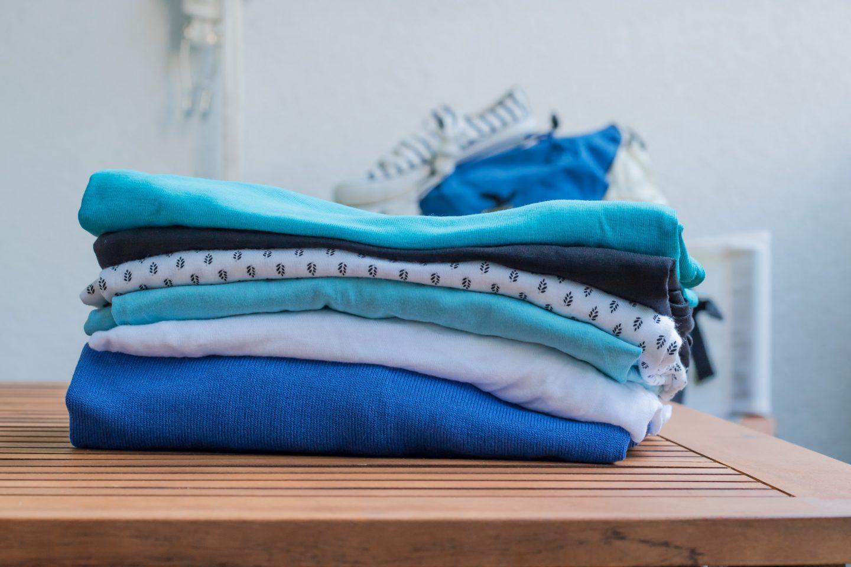 Pullover und Shirts für die Reisen auf die griechischen Inseln