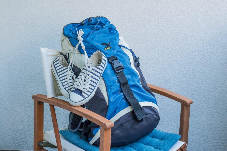 Reisen mit wenige Gepäck im Rucksack zum Inselhüpfen
