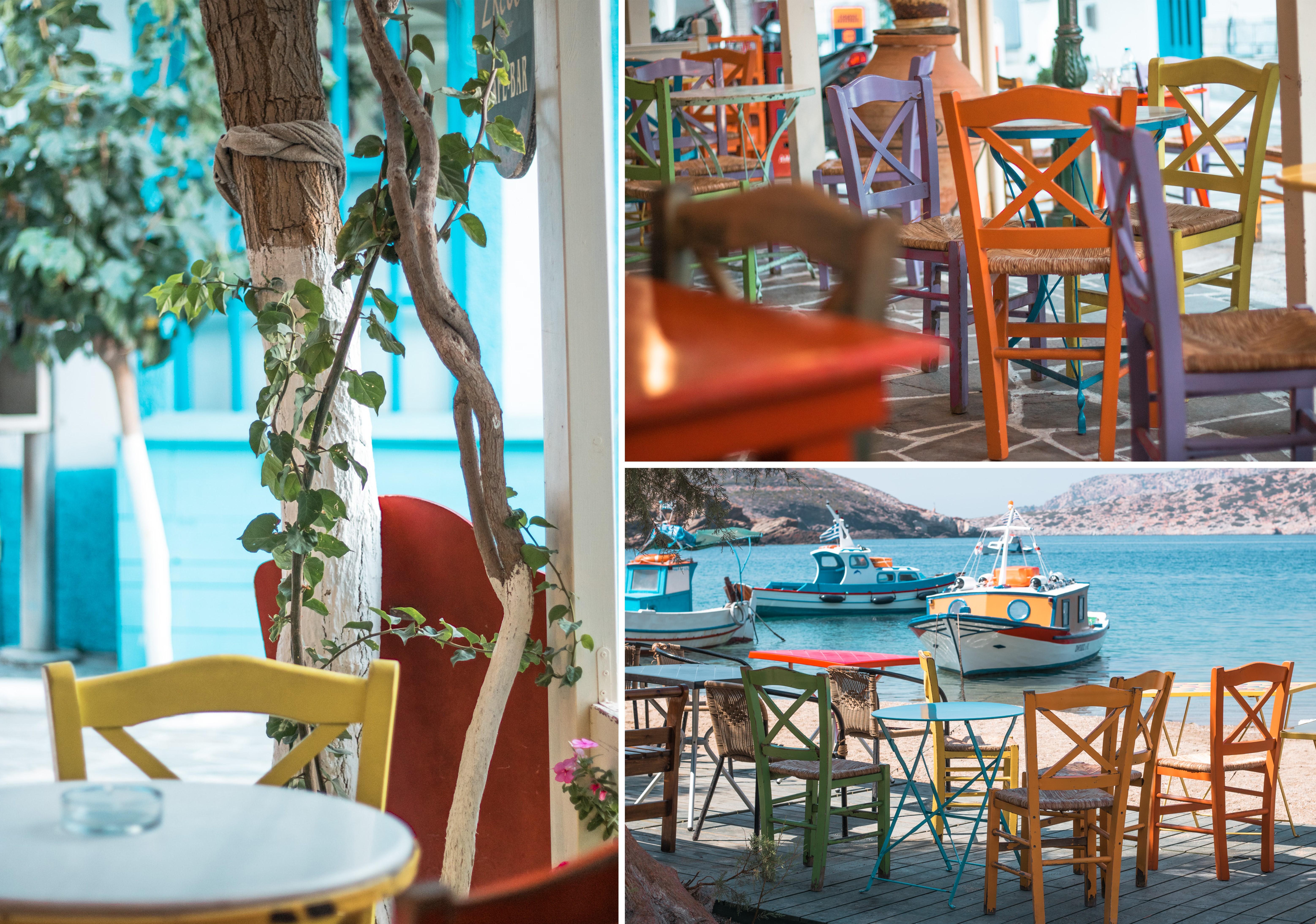 Inselhüpfen auf der farbenfrohen Insel Fourni - bunte Stühle und Tische erzeugen einfach ein geniales Sommergefühl
