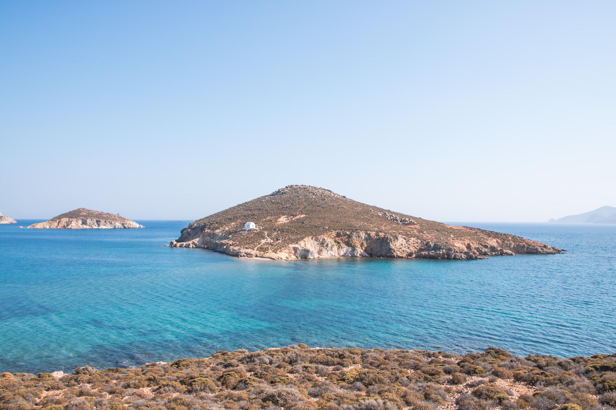 Agios Georgios Insel und Kapelle gegenüber dem Strand Livasi Geranou