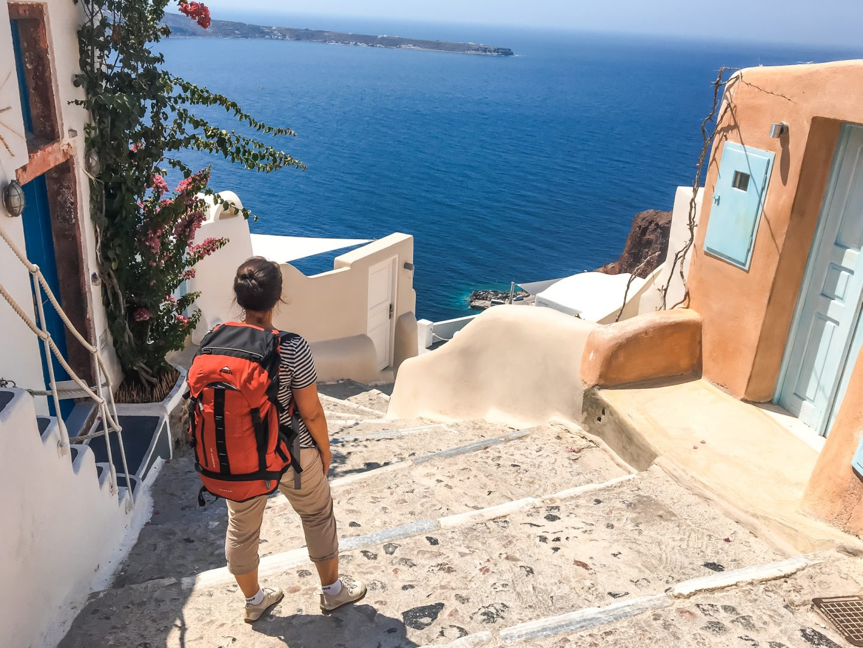 Santorini - Treppenweg zum Hafen Ammoudi mit großartiger Aussicht - einfach Top