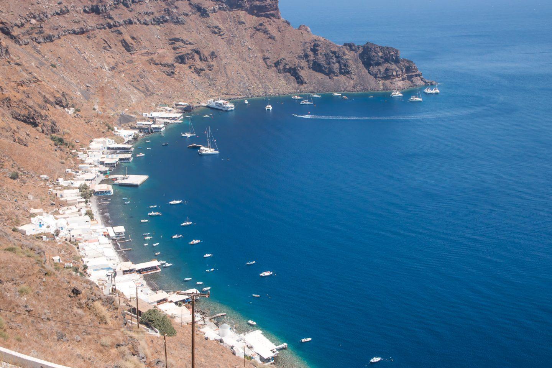 Thirassia - der Hafen Korfos - Ziel der Touristenboote von Santorini